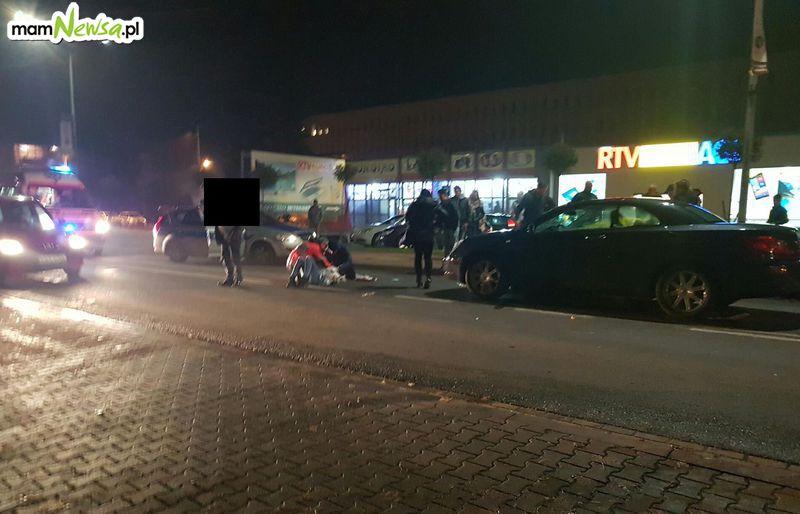Dwie osoby potrącone przez samochód na głównej ulicy Andrychowa [FOTO] [AKTUALIZACJA]