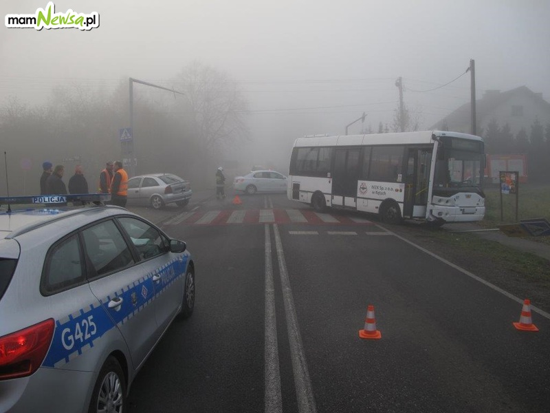 Zderzenie osobówki z autobusem. Jedna osoba poszkodowana [AKTUALIZACJA]