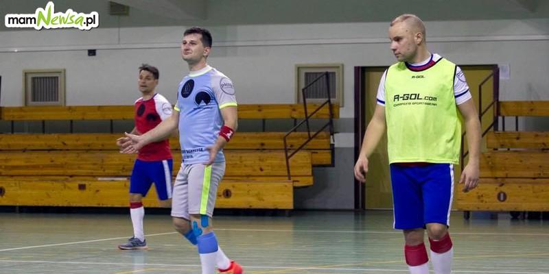 Grali w piłkę bez przerwy 51 godzin! Ustanowili nowy rekord Guinessa dla Polski