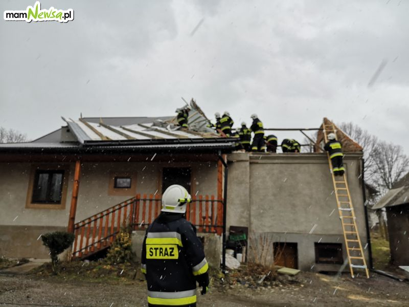 Wstępny bilans potężnego wiatru: ponad 100 dachów uszkodzonych [FOTO]