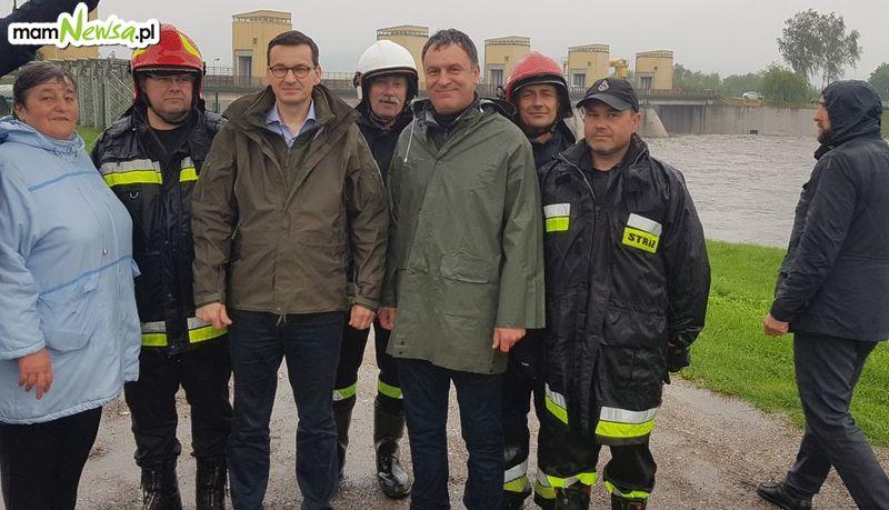 Premier na stopniu wodnym w Łączanach usłyszał o problemach z jakim mieszkańcy borykają się od lat