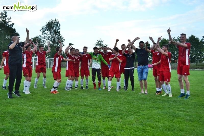 Młodzież Spartaka świętuje awans na małopolskie salony piłkarskie