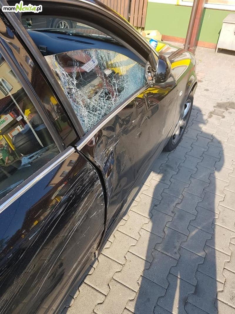Motocyklista poszkodowany po zderzeniu z samochodem