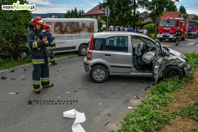 Dwie osoby poszkodowane po kraksie na skrzyżowaniu