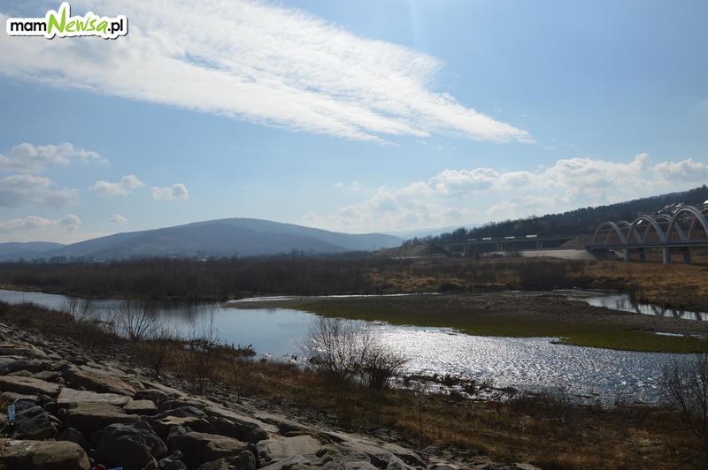 Jezioro Mucharskie jeszcze przed oczyszczaniem dna. Jak to wygląda? [VIDEO]
