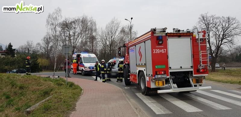Wypadek na skrzyżowaniu, potrącenie rowerzystki