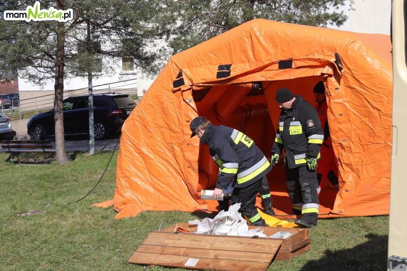 Namiot stanął przed szpitalem w Wadowicach. Duży odzew na apel dyrekcji o wsparcie finansowe [FOTO]