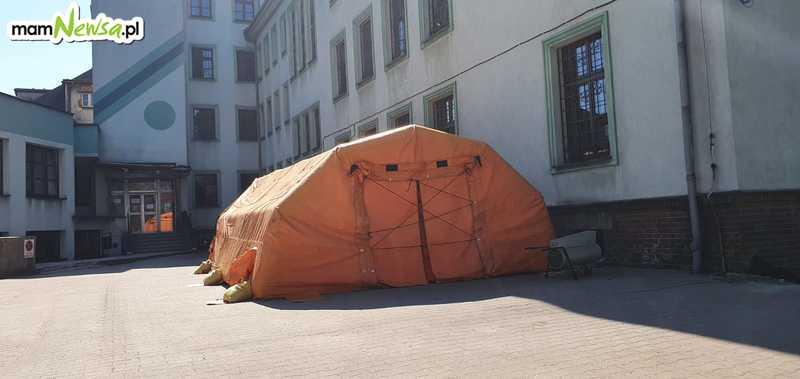 Namiot stanął przed szpitalem w Andrychowie