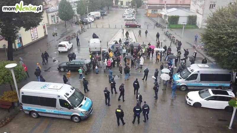 Protest antycovidowców w Andrychowie [VIDEO] [FOTO] [AKTUALIZACJA]