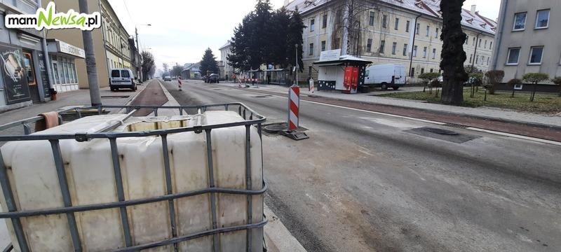 W piątek główna ulica w Wadowicach zamknięta. Będą kłaść asfalt