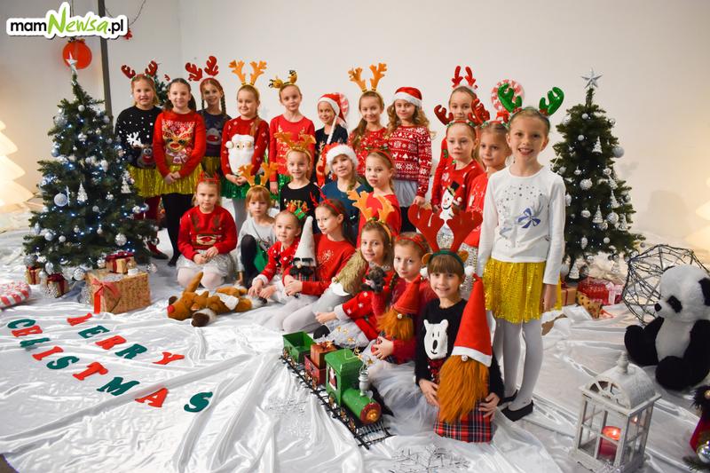 Rewia Dziecięco-Młodzieżowa DINO z Andrychowa ze świątecznym teledyskiem