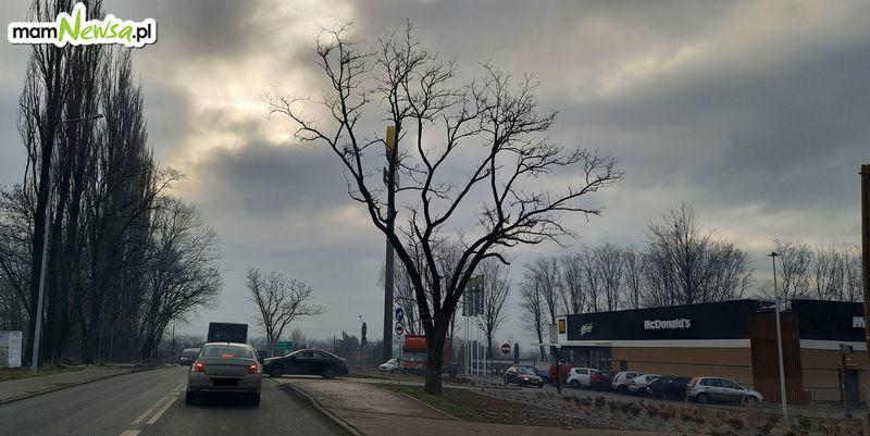 Problem na drodze obok restauracji McDonald's w Andrychowie