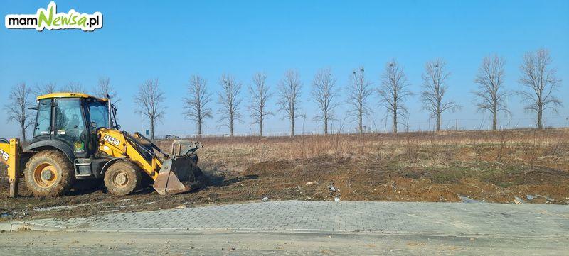 Problemy w strefie są, ale budowa pierwszego zakładu właśnie ruszyła