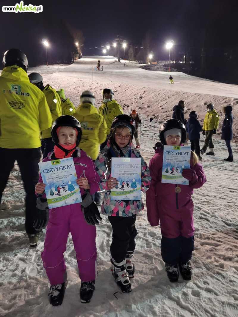 Dyplomy i medale dla młodych narciarzy [VIDEO]