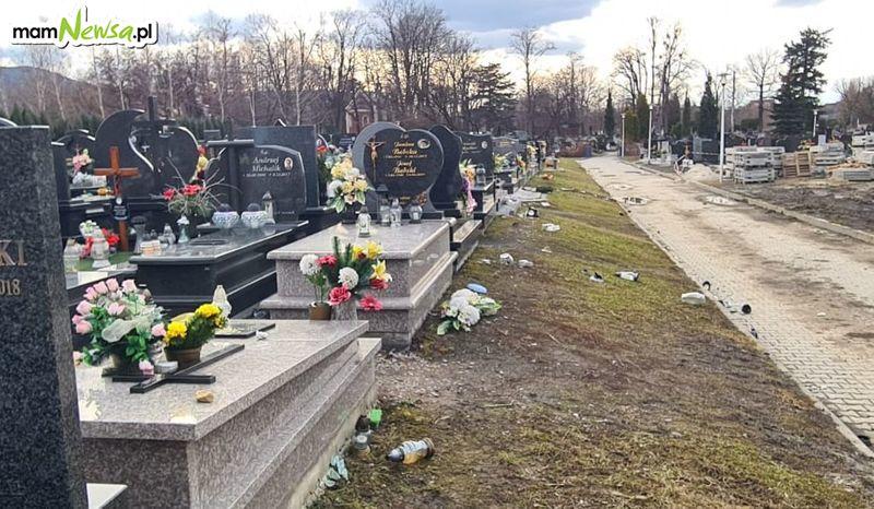 Spustoszenie na cmentarzu po ostatniej wichurze