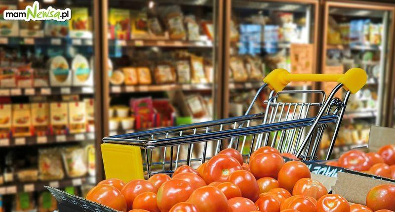Przedświąteczna niedziela handlowa, ale z limitami w sklepach
