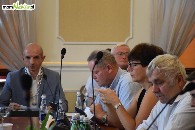 Cenzura? Przewodniczący Rady upomina radną, że zadaje za wiele pytań