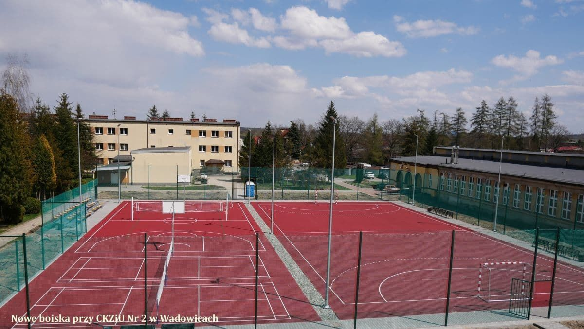 Nowe boiska w Andrychowie i Wadowicach już odebrane. Powiat planuje kolejne inwestycje w sport [FOTO]