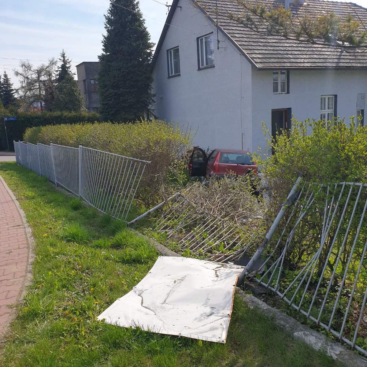 Auto wpadło do ogródka [FOTO]
