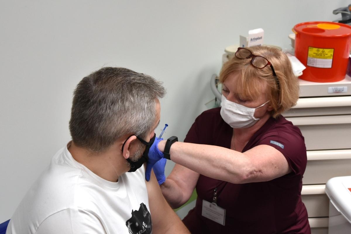 Milion szczepień w Małopolsce. Nowe punkty w Kętach i Suchej Beskidzkiej