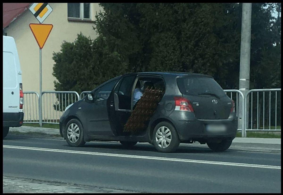 Nietypowy ładunek w samochodzie osobowym