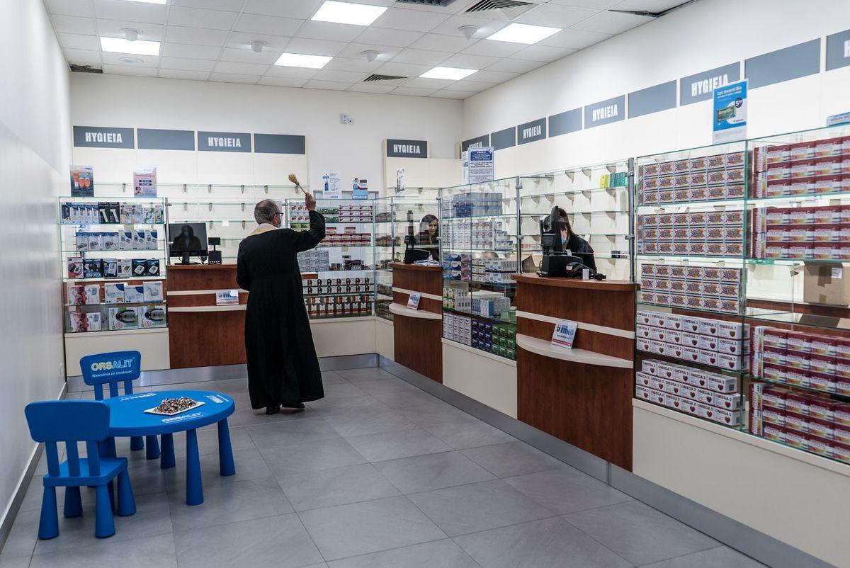 Nowa apteka otwarta, wstęga przecięta [FOTO]