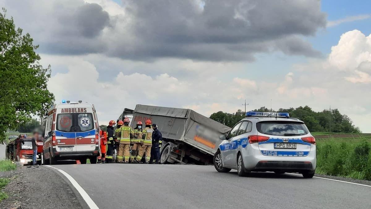 Tragiczny finał wypadku na drodze wojewódzkiej [AKTUALIZACJA]