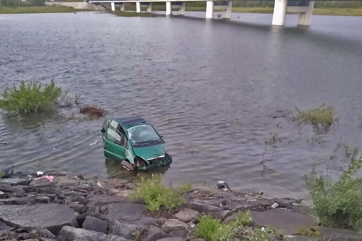 Wypadek. Auto wylądowało w jeziorze