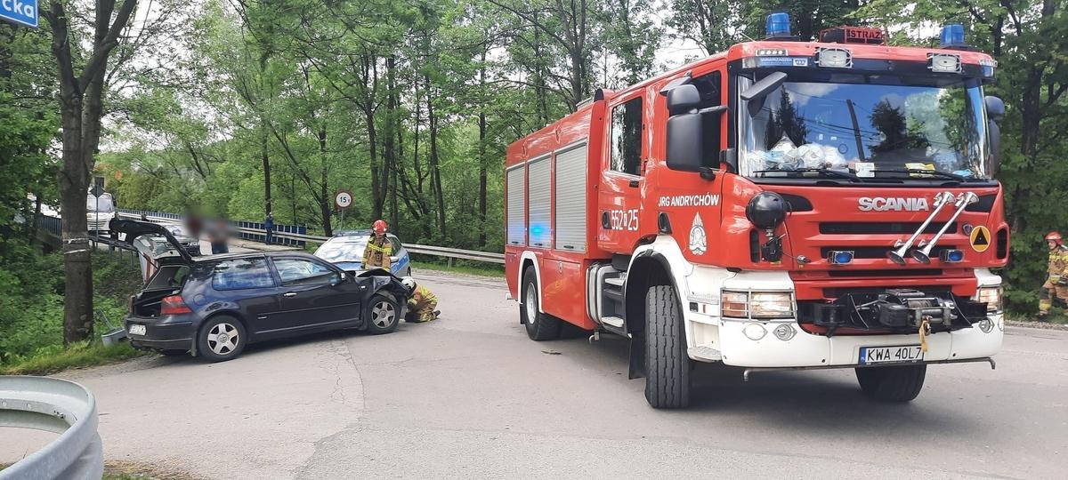Zderzenie na skrzyżowaniu, jedna osoba poszkodowana