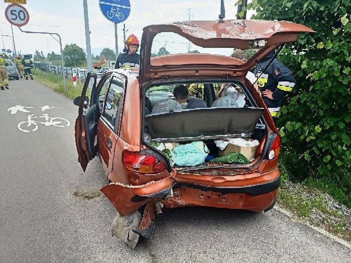 Kolizja dwóch samochodów na drodze wojewódzkiej [FOTO] [AKTUALIZACJA]