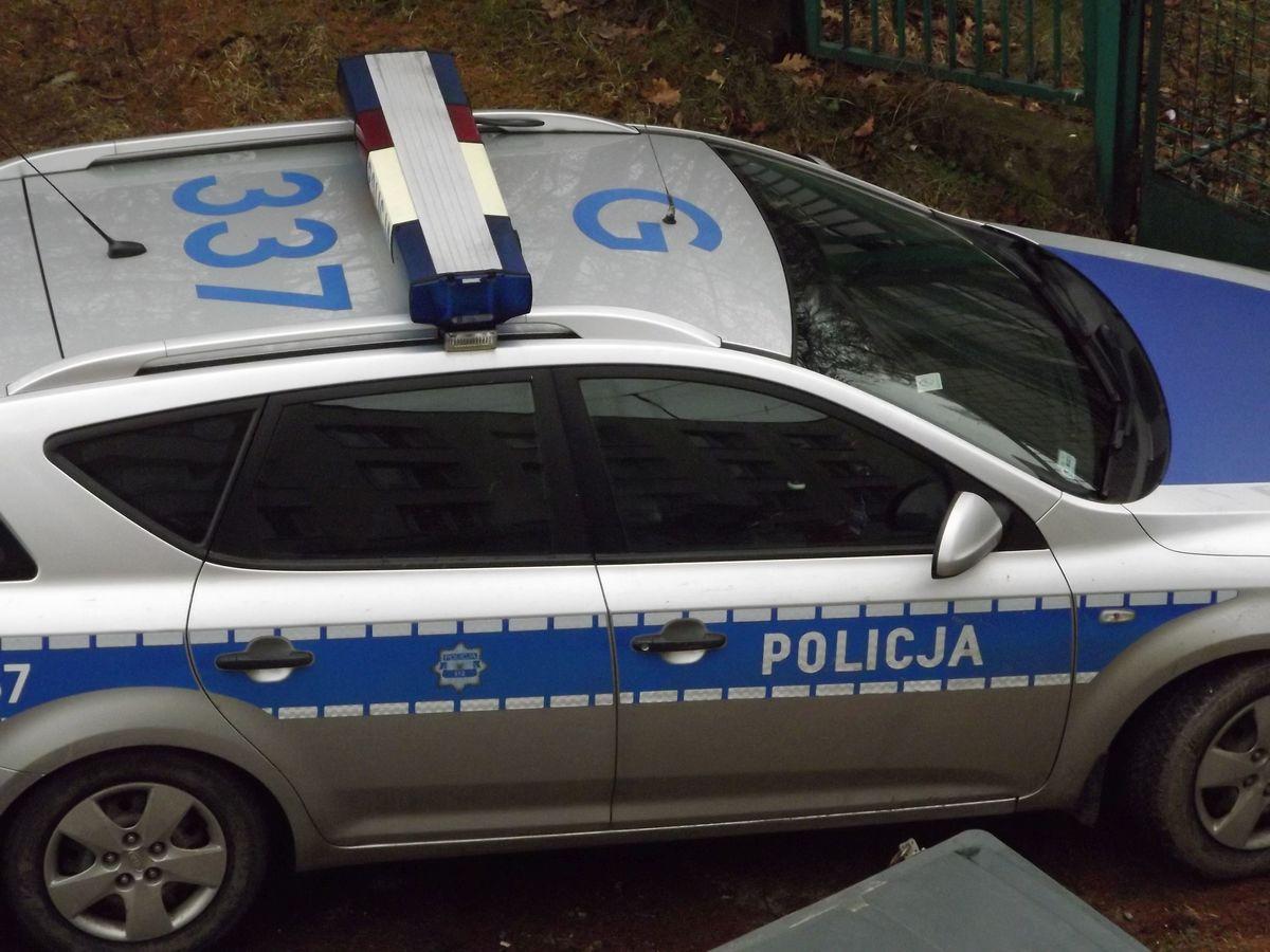 Zatrzymany przez policję mężczyzna odpowie za kradzieże sklepowe