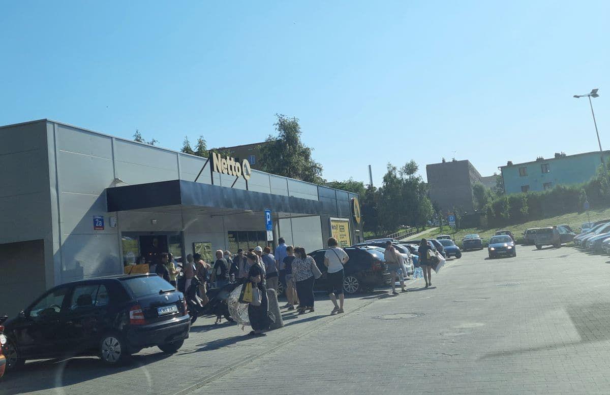 Kolejka przed sklepem. Nowe Netto w Andrychowie otwarte