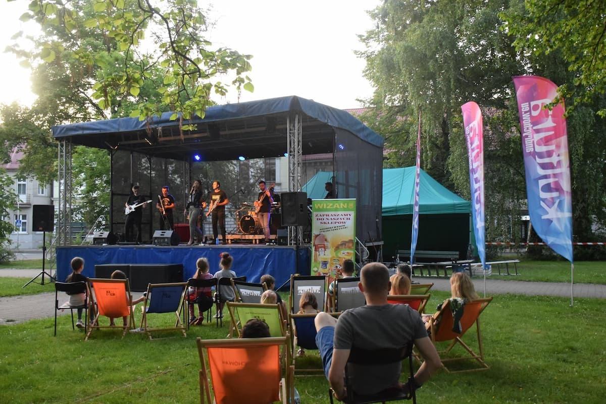 Koncertowo w parku miejskim [FOTO]