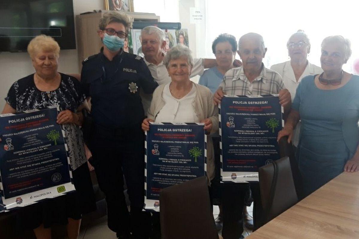 Policjanci ostrzegali seniorów, jak nie dać się oszukać