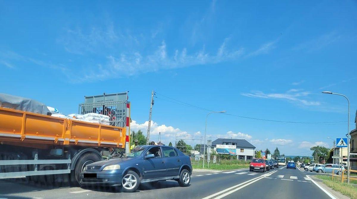 Po zderzeniu dwóch aut utrudnienia na drodze Andrychów - Wadowice