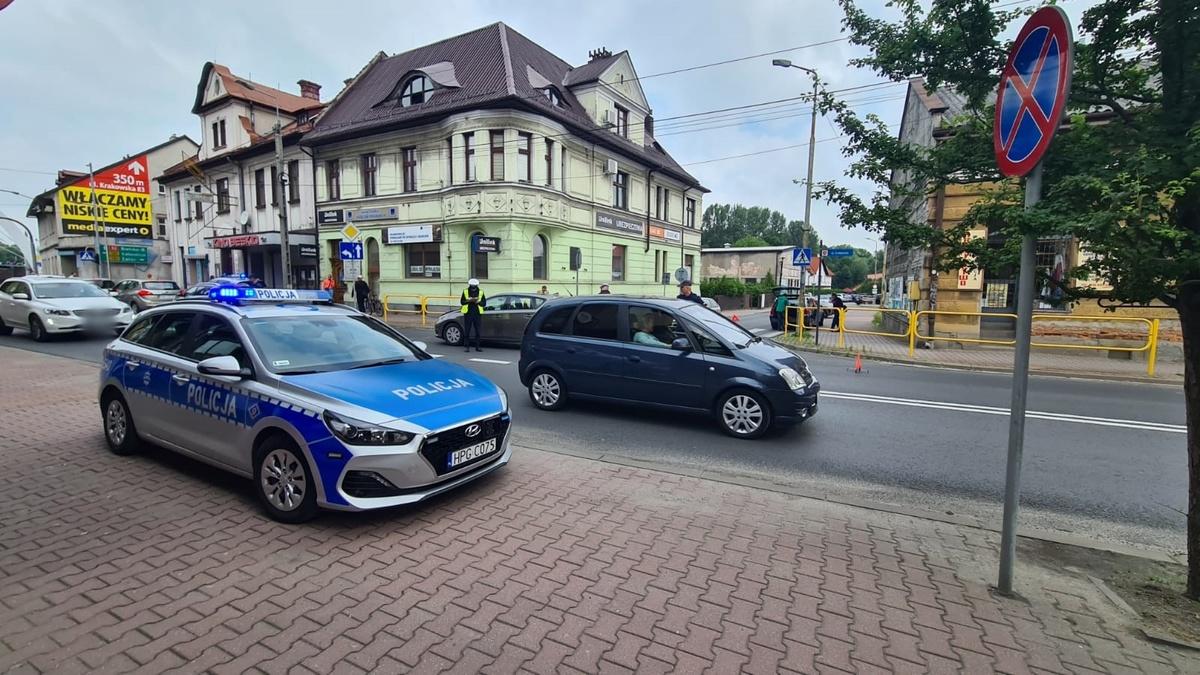 Zderzenie samochodów na głównej ulicy miasta