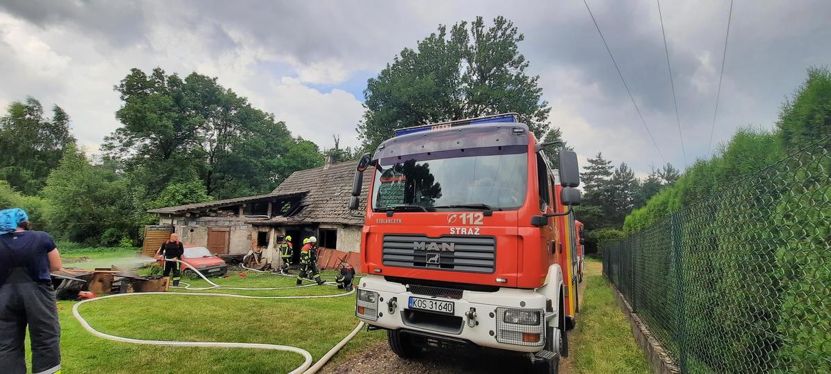 Pożar budynku. Służby w akcji