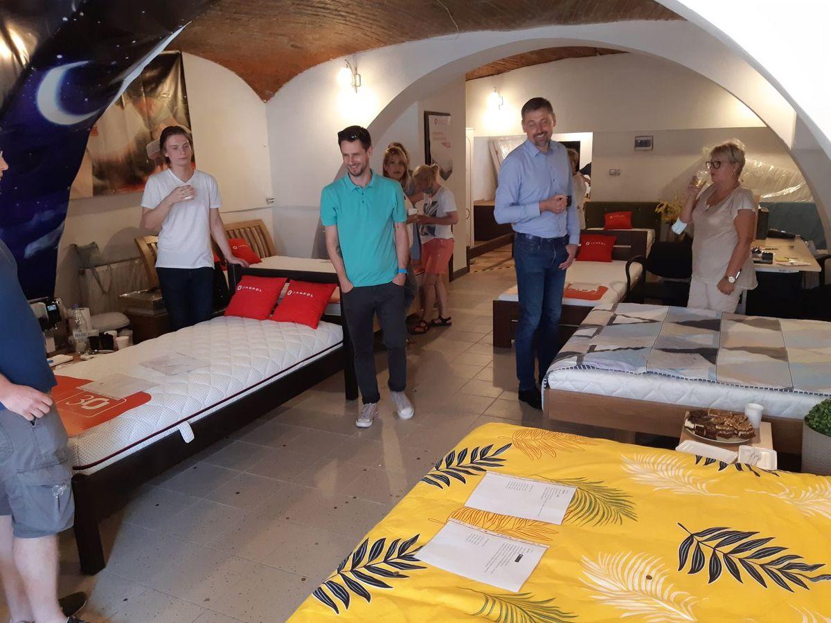 Fotorelacja z otwarcia DbamoKregoslup.pl- salonu z materacami i łóżkami [FOTO]