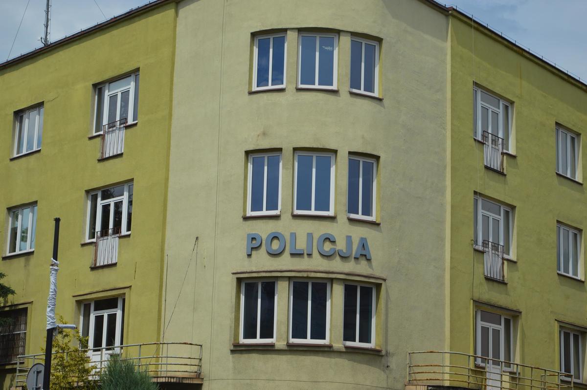 Stary budynek komendy powiatowej policji to ruina