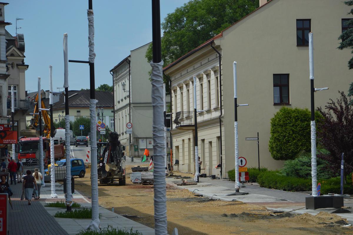 Jeszcze kilka miesięcy potrwa modernizacja głównej ulicy miasta [FOTO]