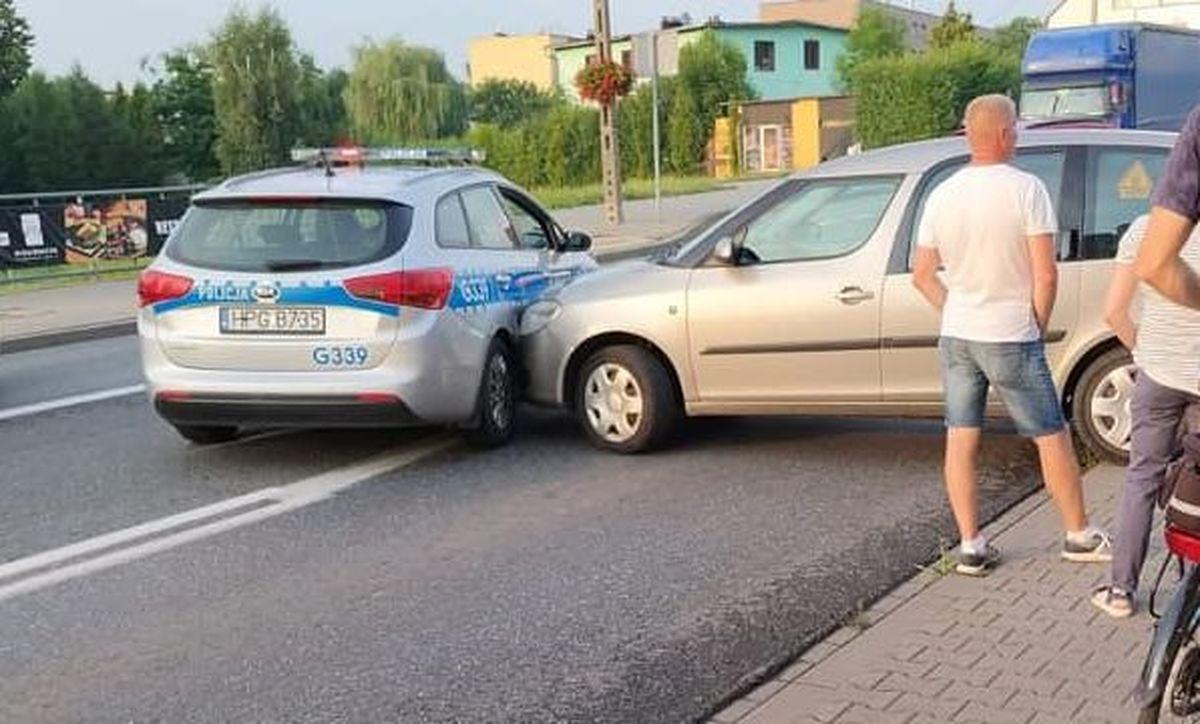 Zderzenie z radiowozem na głównej ulicy Andrychowa [AKTUALIZACJA]
