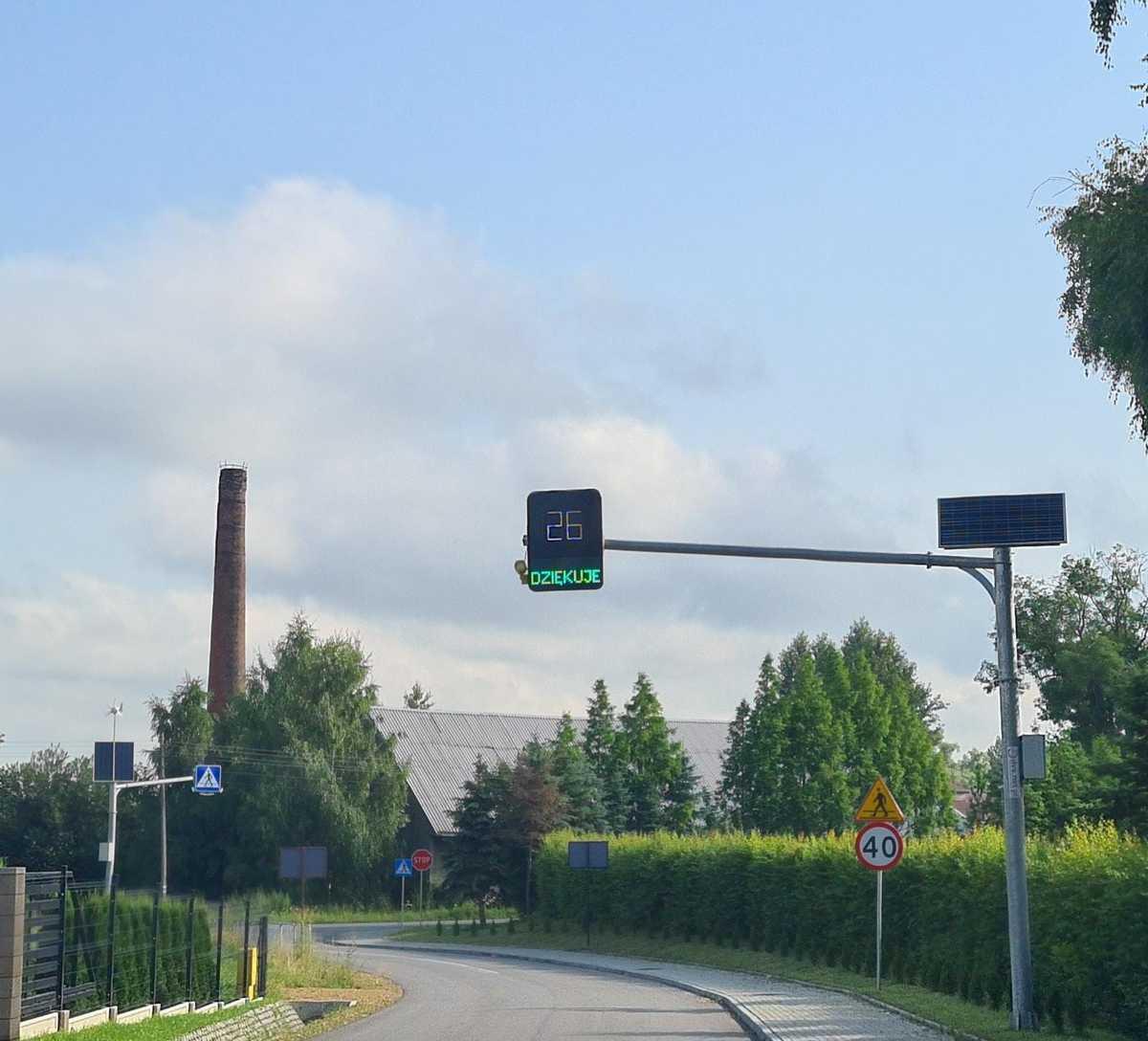 Radarowy wyświetlacz prędkości pomaga?