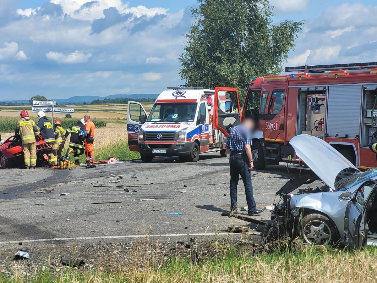 Wypadek na drodze Andrychów - Zator, są poszkodowani [FOTO] [AKTUALIZACJA]