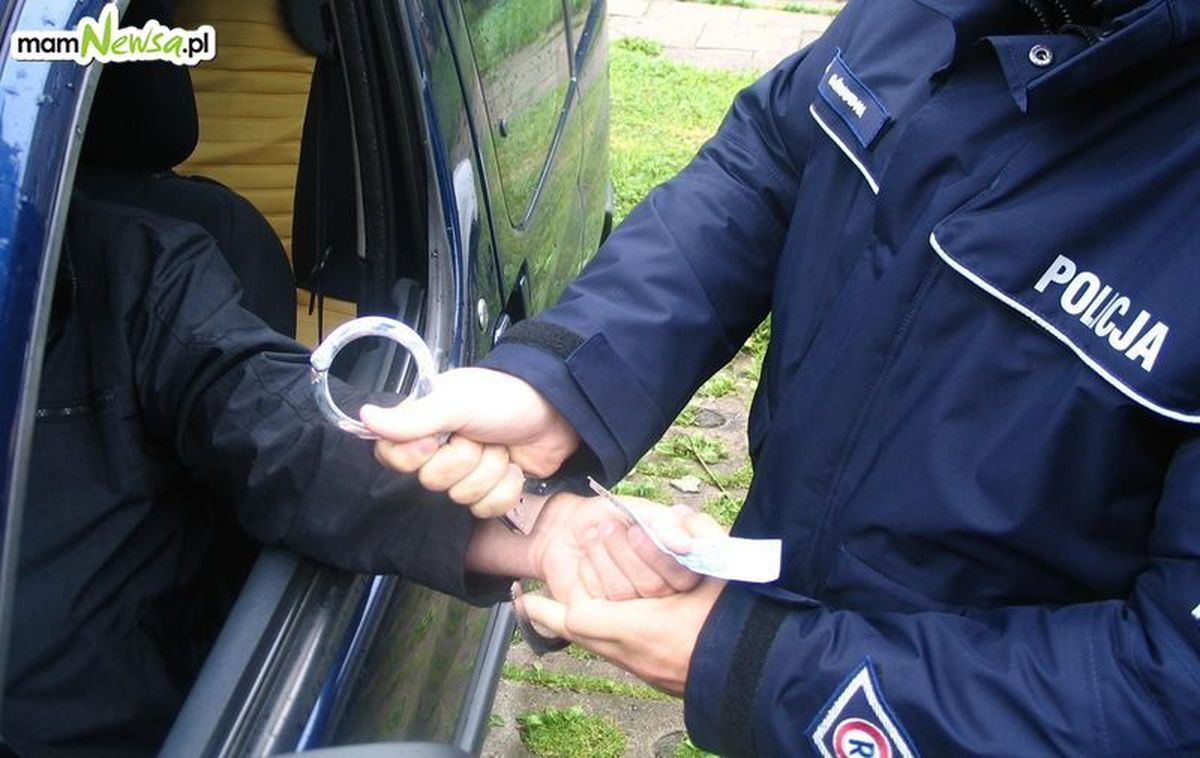 Dwóch kierowców próbowało przekupić policjantów