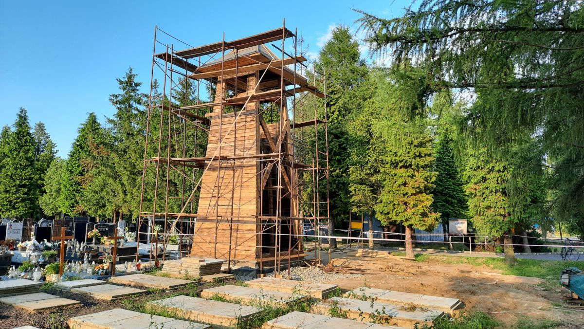 Odbudowali zabytkową dzwonnicę w nowym miejscu