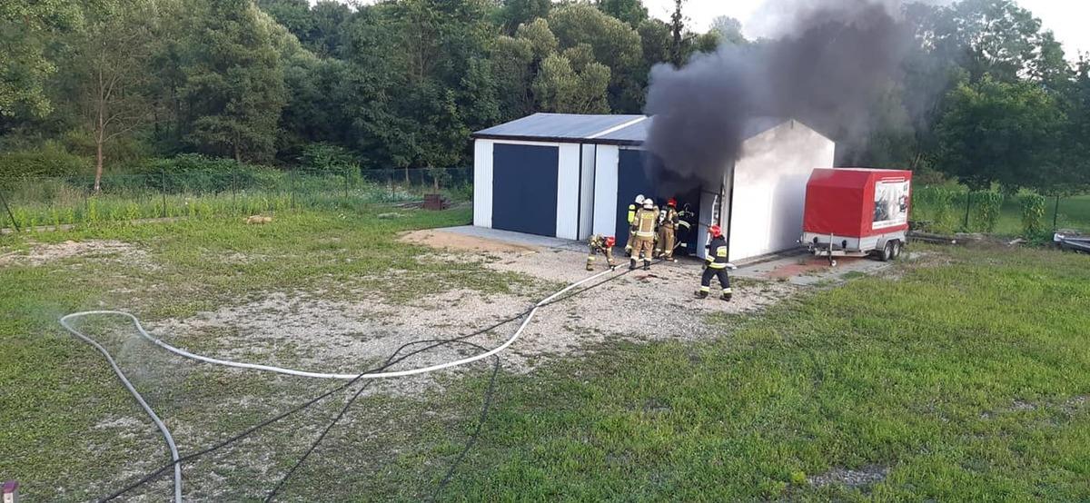 Pożar garażu. Szybka akcja strażaków
