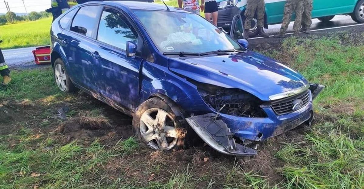 Samochód uderzył w przepust na drodze krajowej