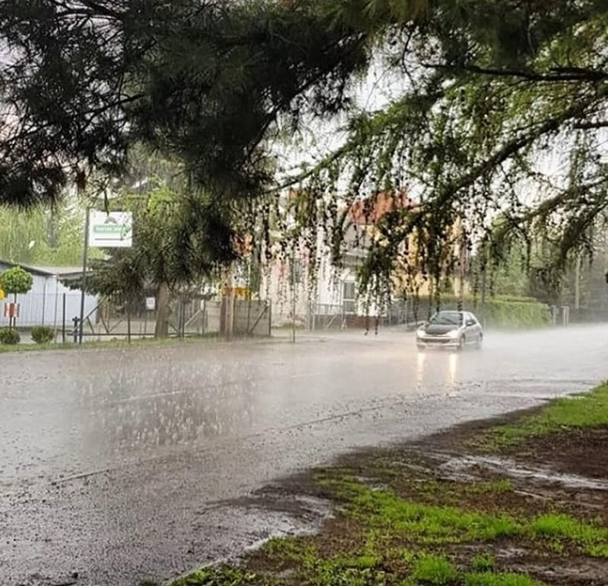 Meteorolodzy ostrzegają: silny deszcz z burzami