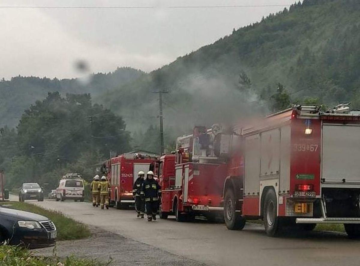 Strażacy z Andrychowa gasili rano pożar w Porąbce