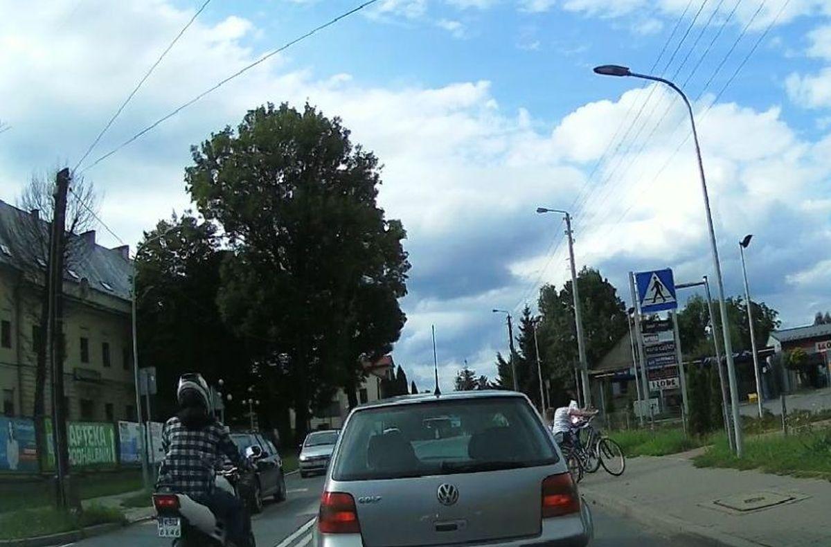 Niebezpieczna sytuacja na przejściu dla pieszych